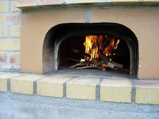 Wood oven: Starting fire