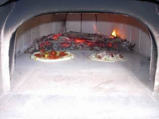 Wood oven: Pizzas