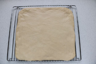 Yeast-based flaky dough (for croissants) : Photo of step #9