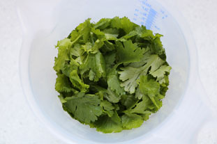 Coriander and cashew nut pesto : Photo of step #2