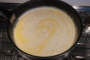 Caramel semolina pudding with raisins : Photo of step #5