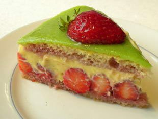 Fraisier (French strawberry cake)