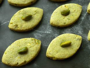 Pistachio shortbread biscuits