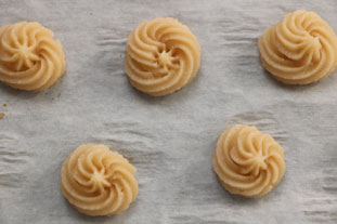 Piped petits-fours : Photo of step #5
