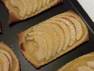 Apple semelles (flat apple tarts)
