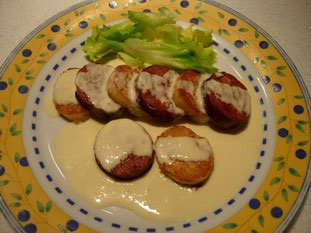 Sausage with duchess potatoes and a Mont d'Or fondue