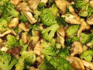 Sliced chicken with mushrooms and broccoli