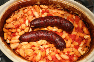 Sausages with baked beans, French style