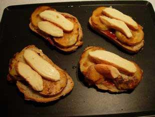 Melting Epoisses on toast  : Photo of step #7