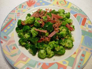 Sautéd broccoli with ham
