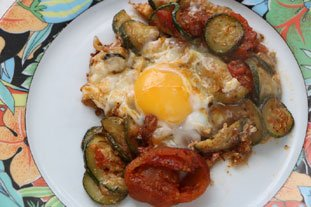 Eggs with tomatoes and courgettes