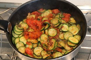 Eggs with tomatoes and courgettes : Photo of step #8