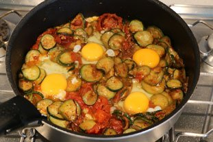 Eggs with tomatoes and courgettes : Photo of step #9