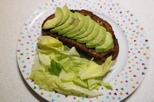 Fried cheese toasties with avocado