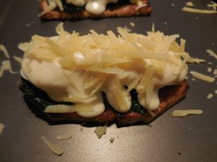 Spinach on toast with bechamel : Photo of step #7