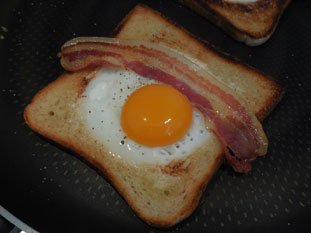 Fried egg in bread : Photo of step #9
