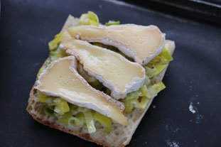 Baked leek and Camembert slices : Photo of step #5