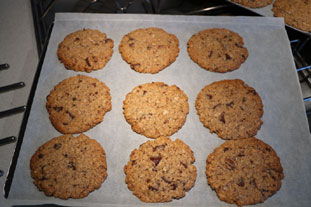 Traditional nutty choc-chip cookies : Photo of step #13