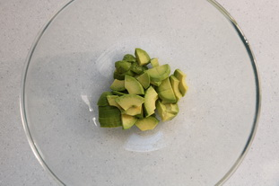 Avocado, artichoke and chicken salad : Photo of step #1