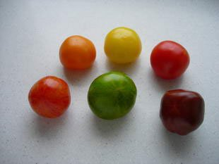 Multicoloured cucumber-tomato salad : Photo of step #1