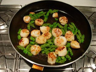 Scallops with green asparagus tips and parmesan : Photo of step #7