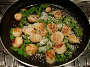 Scallops with green asparagus tips and parmesan : Photo of step #8