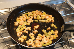 Scrambled eggs with langoustines and asparagus tips. : Photo of step #4
