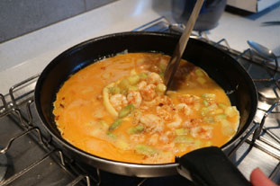 Scrambled eggs with langoustines and asparagus tips. : Photo of step #7