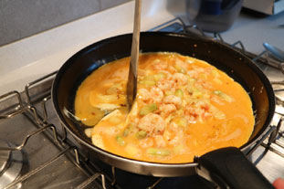 Scrambled eggs with langoustines and asparagus tips. : Photo of step #8