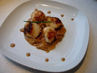 Pan-fried scallops and chanterelles with Noilly Prat sauce