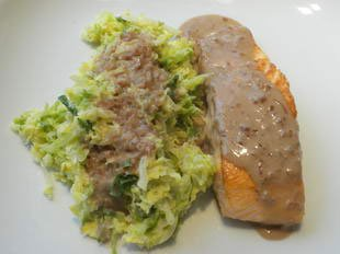 Pan-fried salmon with white cabbage