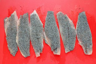 Canapés of red mullet with poppy seeds : Photo of step #9