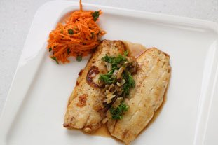Red mullet fillets with a reduced white-wine sauce