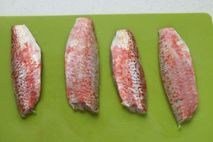 Red mullet fillets with a reduced white-wine sauce : Photo of step #1