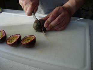 How to extract passion fruit juice : Photo of step #1