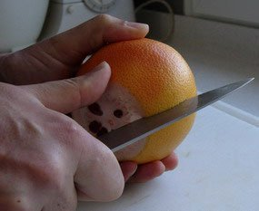 How to peel a fruit : Photo of step #2