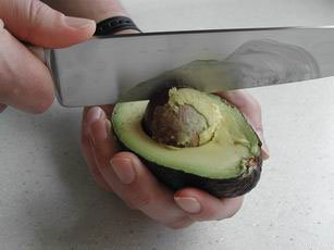 How to prepare an avocado