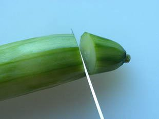 How to prepare cucumber : Photo of step #2