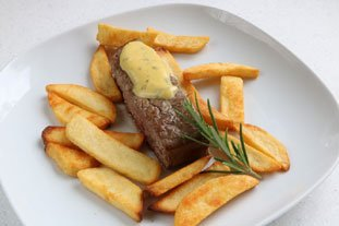 Fillet of beef in a rosemary crust