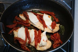 Pan-fried chicken breast on mozzarella : Photo of step #5