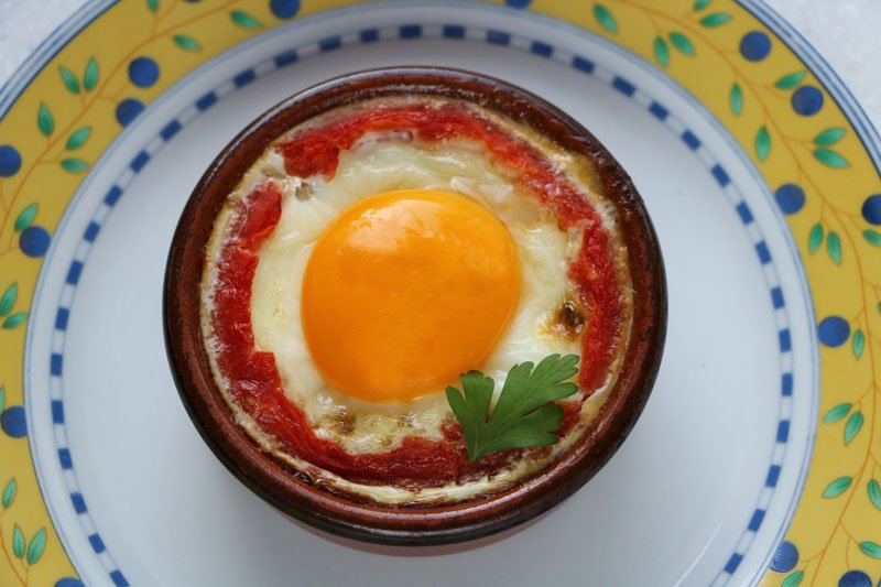 Eggs in tomato shells