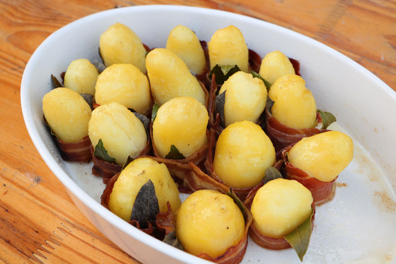 Potatoes with bacon and herbs