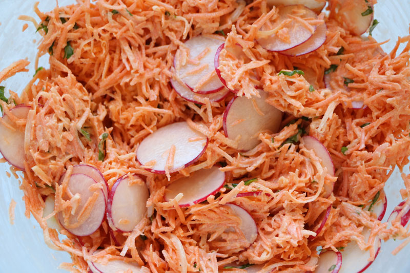 Crunchy radish and carrot salad