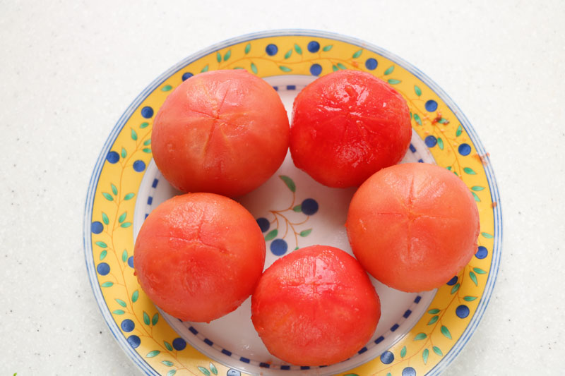 How to peel tomatoes using a flame
