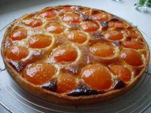 Apricot and almond cream tart