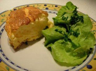 Soufflée omelette with cheese