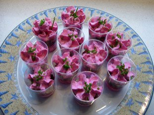 Raw beetroot mousse with walnuts
