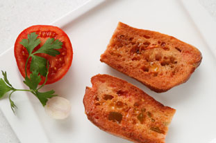 [Pan con tomate]